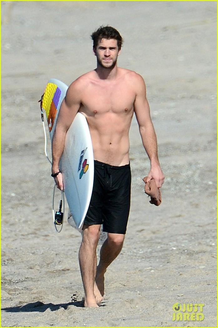 chris-liam-hemsworth-shirtless-surfing-duo-38