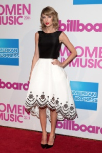 taylor-swift-billboard-women-in-music-luncheon-dec-12-nyc-ftr