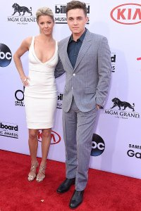 jesse-mccartney-bbmas-red-carpet-billboard-400
