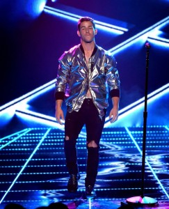 Nick-Jonas-Silver-Bomber-Jacket-Ripped-Black-Denim-Jeans-2015-Billboard-Music-Awards-Picture-002-800x989