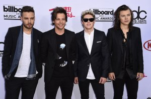 The English-Irish pop band One Direction attends the 2015 Billboard Music Awards, May 17, 2015, at the MGM Grand Garden Arena in Las Vegas, Nevada.  AFP PHOTO / ROBYN BECK        (Photo credit should read ROBYN BECK/AFP/Getty Images)