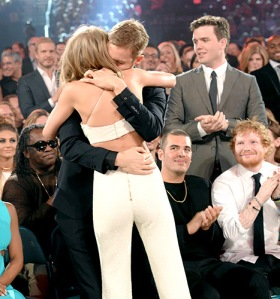 taylor-swift-calvin-harris-hug-inline