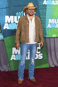 jason-aldean-cmt-music-awards-2015