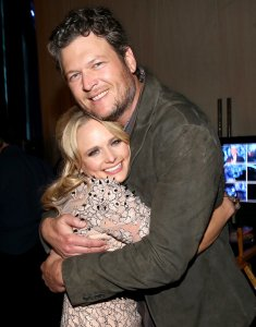 Miranda-Lambert-Blake-Shelton-Kissing-Pictures