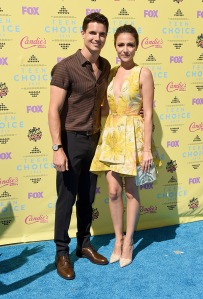 robbie-amell-italia-ricci-teen-choice-awards-2015