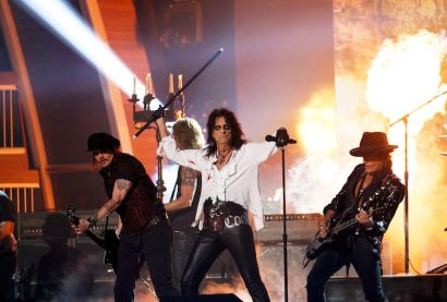 "(L-R) Johnny Depp, Duff McKagan, Alice Cooper and Joe Perry of the band Hollywood Vampires perform ""As Bad As I Am"" during the 58th Grammy Awards in Los Angeles, California February 15, 2016. REUTERS/Mario Anzuoni"