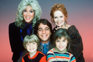 WHO'S THE BOSS? - gallery - Season One - 9/20/84 Former athlete Tony Micelli (Tony Danza)sought a better life for his daughter, Samantha (Alyssa Milano), by accepting the job as housekeeper for advertising executive Angela Bower (Judith Light, top left) and caretaker to her son, Jonathan (Danny Pintauro). Mona (Katherine Helmond) was Angela's mother. (ABC/BOB D'AMICO) JUDITH LIGHT, DANNY PINTAURO, TONY DANZA, ALYSSA MILANO, KATHERINE HELMOND